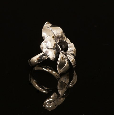 "Regitze Overgaard for Georg Jensen: ""Flower""-ring 