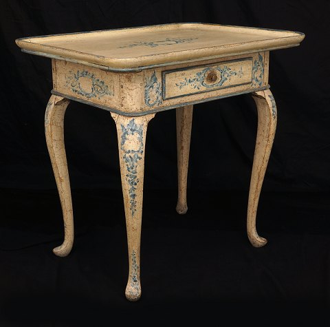 An original decorated Rococo table with blue 